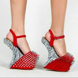 JC Viscous Ex Spiked Zebra Heelless Platform Wedge